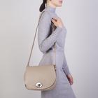 Сумка женская, отдел на клапане, наружный карман, длинный ремень, цвет бежевый