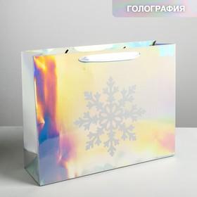 Пакет голография горизонтальный «Снежинка», 40 х 31 х 11,5 см