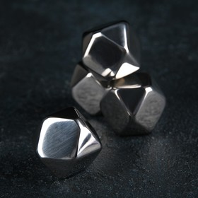 A set of whisky stones 2×2 cm stainless steel, 4 piece