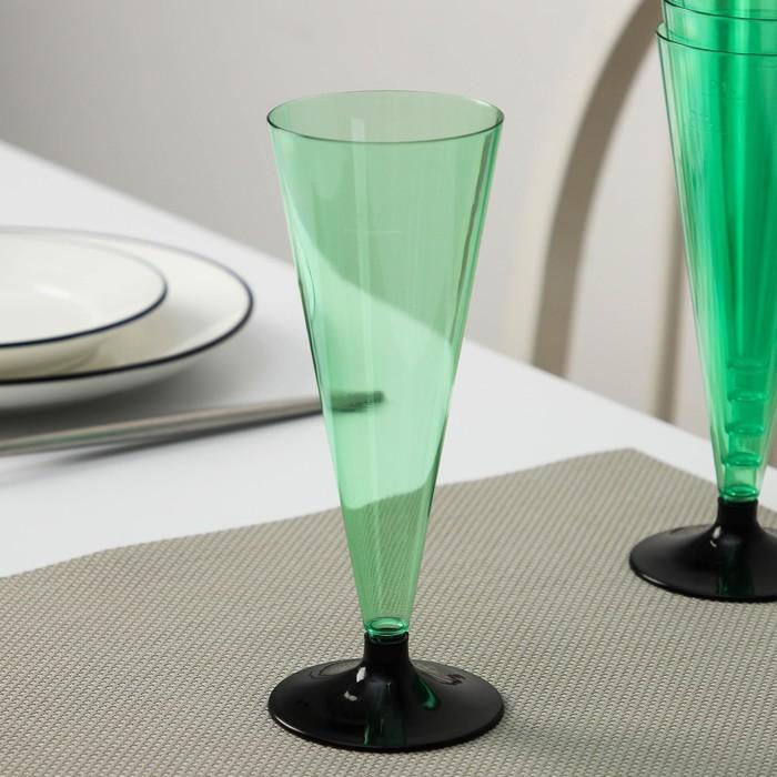 """Фужер для шампанского """"Конус"""", с чёрной ножкой, цвет зелёный"""