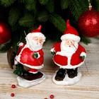 "Сувенир полистоун ""Дед Мороз в красном кафтане на лыжах"" МИКС 13х7,5х7,5 см"