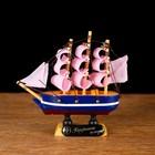 Корабль сувенирный малый «Трёхмачтовый», борта синие с белой полосой, паруса розовые, 3 × 10 × 10 см