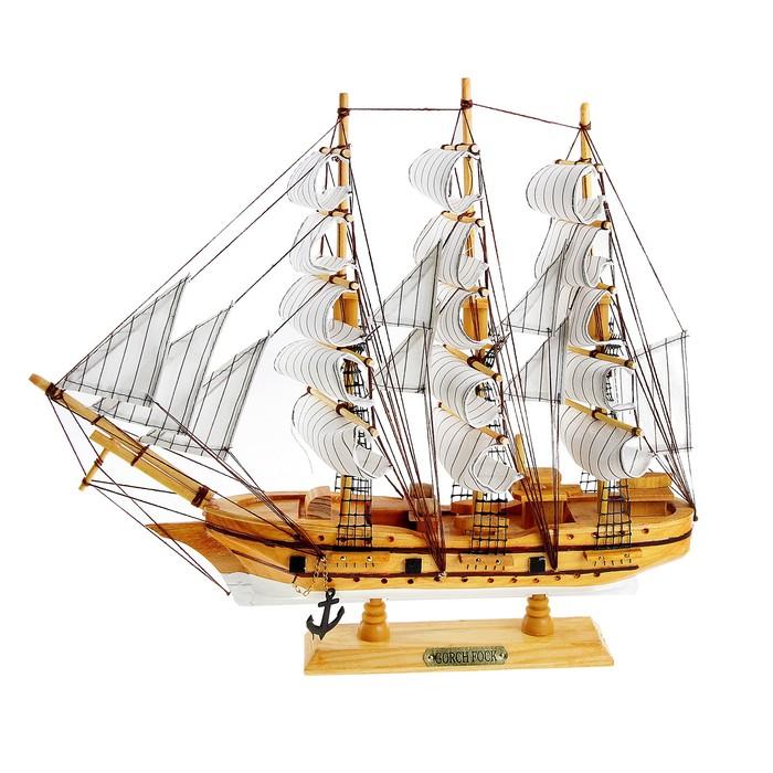 Корабль сувенирный средний «Трёхмачтовый», светлое дерево, паруса белые, 43 х 8,5 х 39 см