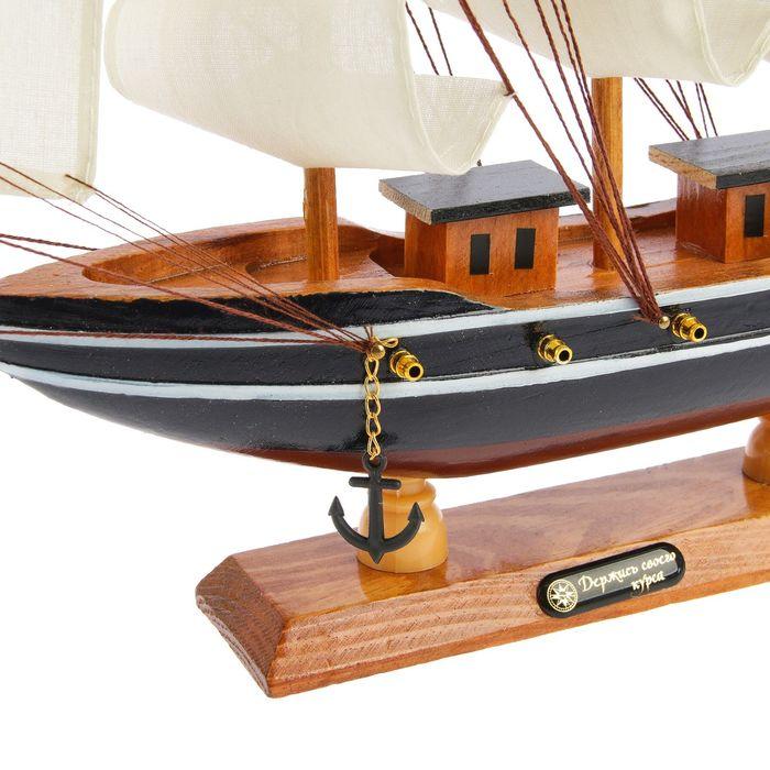 Корабль сувенирный средний «Трёхмачтовый», борта синие с белой полосой, паруса белые, 40 х 9,5 х 36 см
