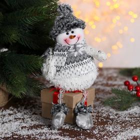 """Мягкая игрушка """"Снеговик - ножки из бусинок"""" 9*27 см серо-белый"""
