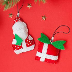 Новогодние игрушки, брелоки из фетра «Дед Мороз с подарками»