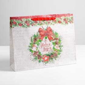 Пакет крафтовый горизонтальный «Спешу поздравить с Новым годом», L 40 × 31 × 9 см