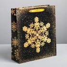 Пакет ламинированный вертикальный «Золотые снежинки», M 26 × 30 × 9 см