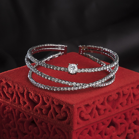 """Bracelet with rhinestones """"the Illusion"""" with crystal, gray color in a gray metal"""