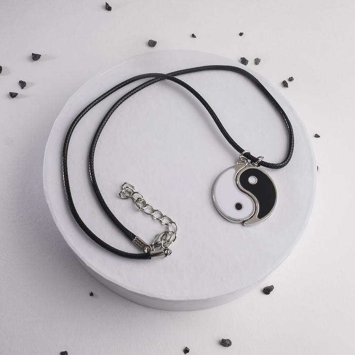 """Кулон на шнурке """"Инь-ян"""", цвет чёрно-белый в серебре, на чёрном шнурке, 42 см"""