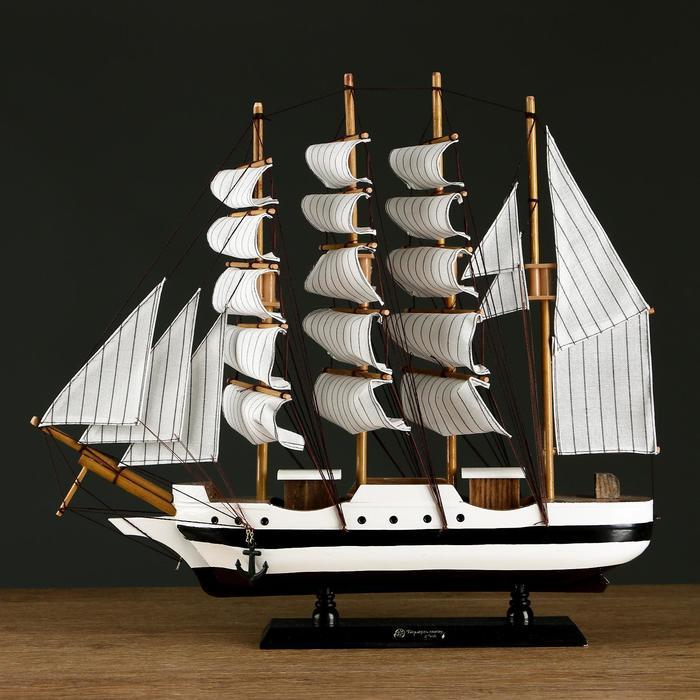 Корабль сувенирный средний «Трёхмачтовый», борта белые с чёрной полосой, паруса белые, микс, 41 х 37 х 8 см
