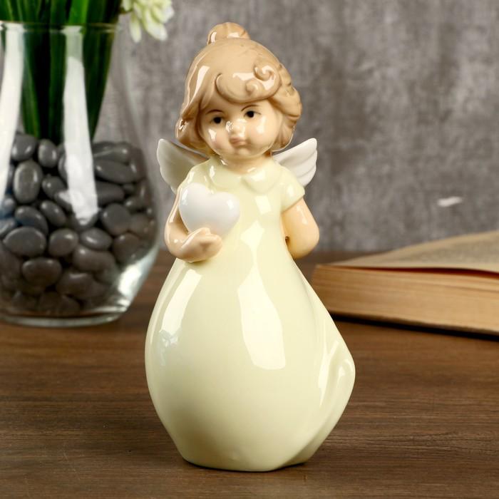 """Сувенир керамика """"Девочка-ангел в светло-жёлтом платье с сердцем"""" 15х6,2х7,2 см - фото 798286338"""