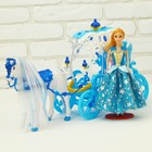 Carriage for dolls with doll, horse walks
