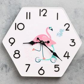 """Часы настенные, серия: Классика, """"Фламинго в кедах"""", 33х30 см"""