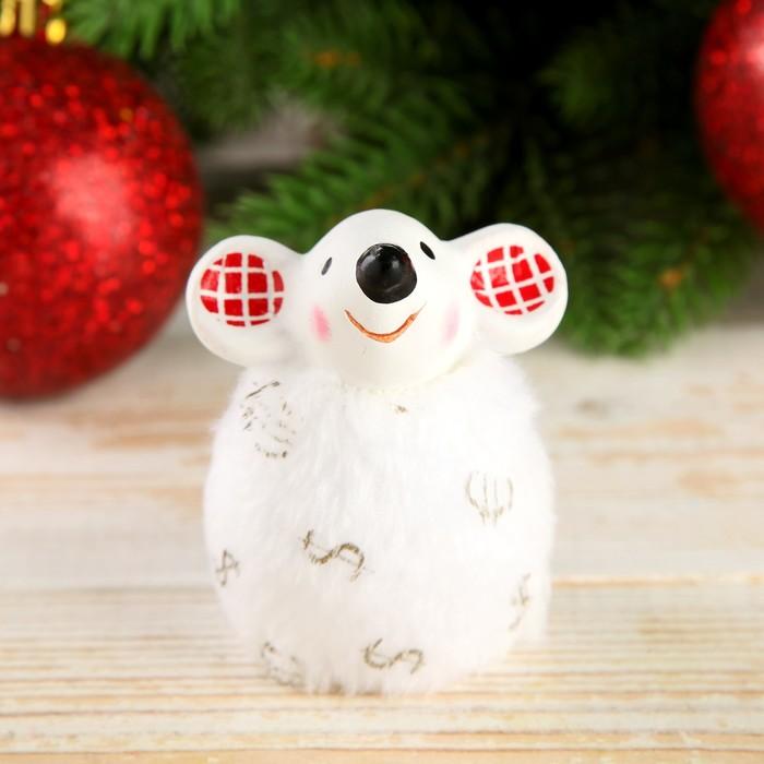"""Сувенир керамика """"Мышонок в белой шубке с долларом/евро, ушки в клеточку"""" 6,5х5х5,5 см"""