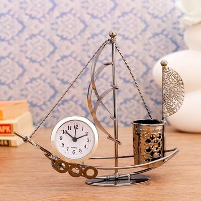 """Часы настольные """"Стаксель"""", 18.5х17.5 см, циферблат d-4.5 см., 1 AG13, микс"""