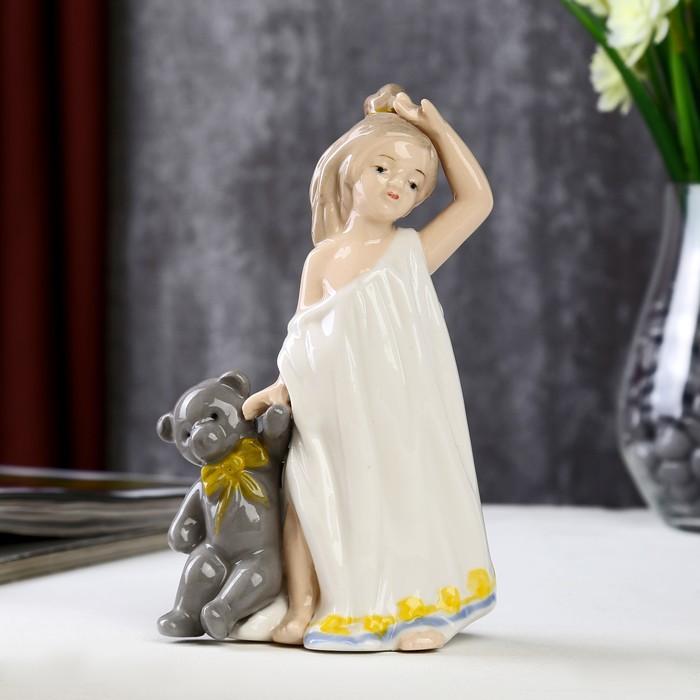 """Сувенир керамика """"Девочка с мишкой"""" цветной 16,5х7х11 см"""