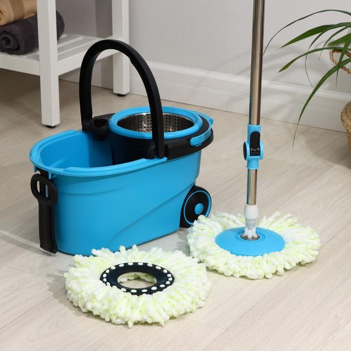 Набор для уборки: ведро на колёсиках с металлической центрифугой 18 л, швабра, запасная насадка из микрофибры, дозатор, цвет МИКС