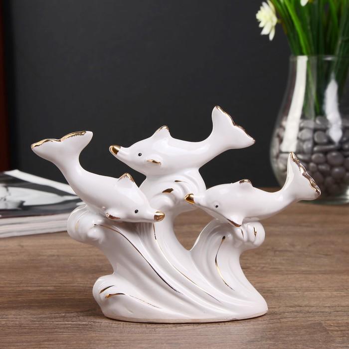 """Сувенир керамика """"Три дельфина на волне"""" белый с золотом 10,5х14х4 см"""