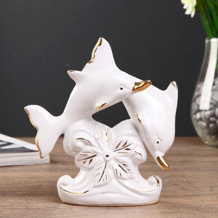 """Сувенир керамика """"Два дельфина с цветком"""" белый с золотом 14х13,2х5 см"""