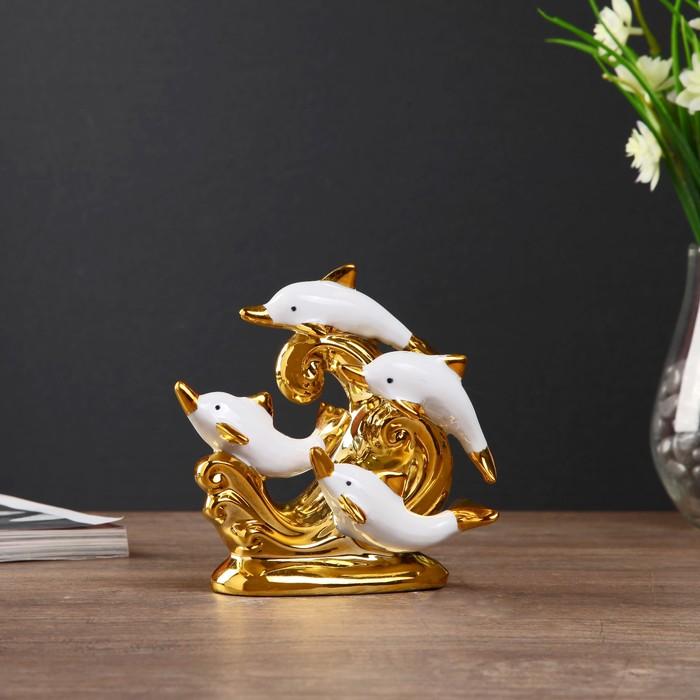 """Сувенир керамика """"Четыре дельфина на волнах"""" белый с золотом 13,5х14,5х7 см"""