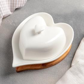 Маслёнка Доляна «Сердце», 17×12,5×8 см, на деревянной подставке