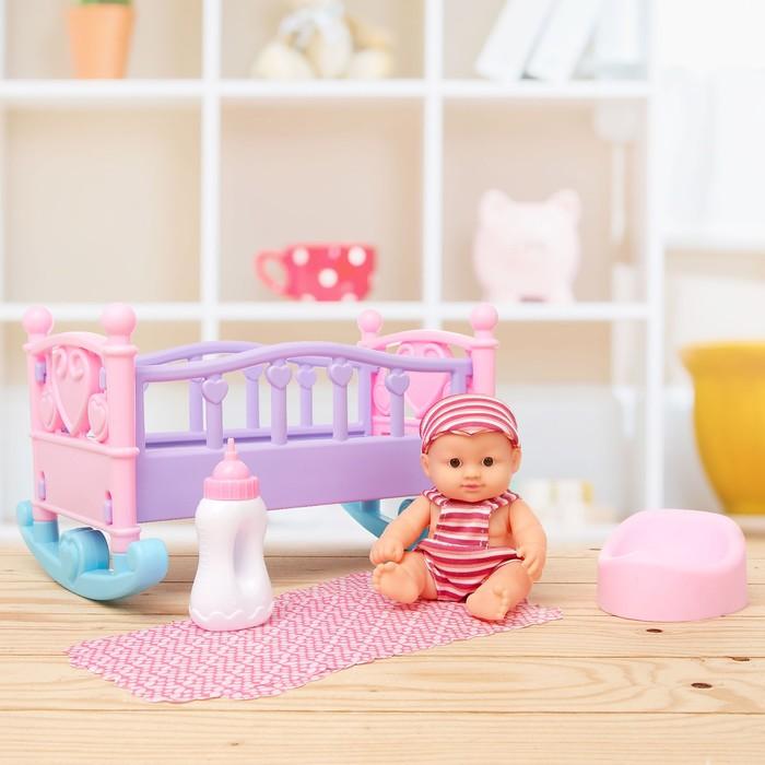 Кровать для пупса «Малыш» с пупсом, с аксессуарами, цвета МИКС
