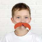 Mustache curved downward with an elastic band, p-p 14 *2cm, color.red