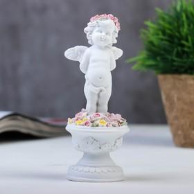 """Сувенир полистоун """"Белоснежный ангел в розовом веночке в клумбе с розами"""" 13х5,2х5,2 см"""