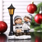"""Сувенир полистоун """"Малыши в зимних нарядах у фонаря с книжкой"""" 12,5х8,5х4,8 см"""