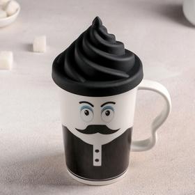 Mug with silicone lid,