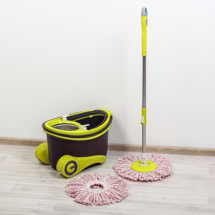 Набор для уборки: швабра, ведро на колёсах с металлической центрифугой, запасная насадка из микрофибры, 2 дозатора, 18 л, цвет МИКС