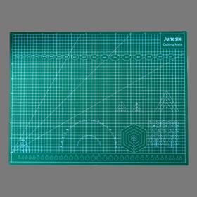 Резиновый мат для творчества формат А2 45х60 см толщина 3 мм МИКС