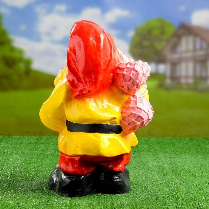 """Садовая фигура """"Гном с мячами"""" красные штаны"""