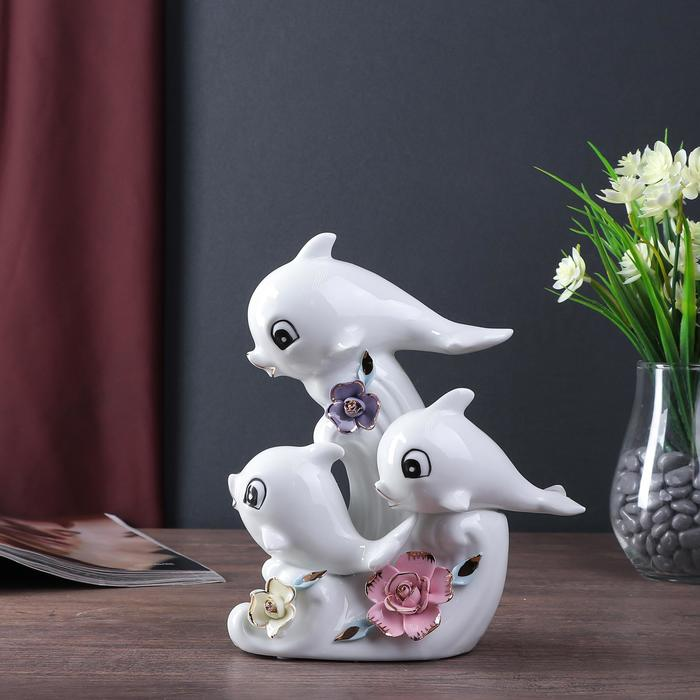 """Сувенир керамика """"Дельфины с цветными розами"""" белый 21,5х18х8,5 см"""