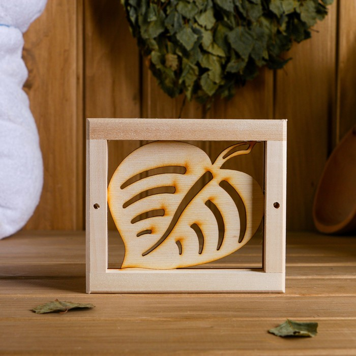 """Вентиляционная решетка """"Кленовый лист"""" 14,5×12,5 cм"""