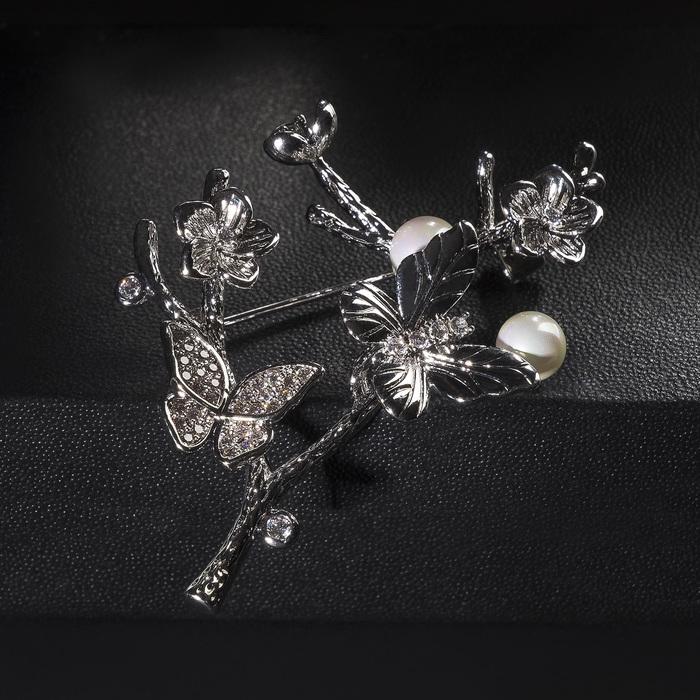 """Брошь посеребрение """"Веточка"""" с цветами и бабочками, цвет белый в серебре - фото 724312272"""