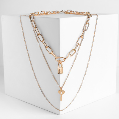 Pendant on chain, a Straight or a key lock, color gold, 64 cm