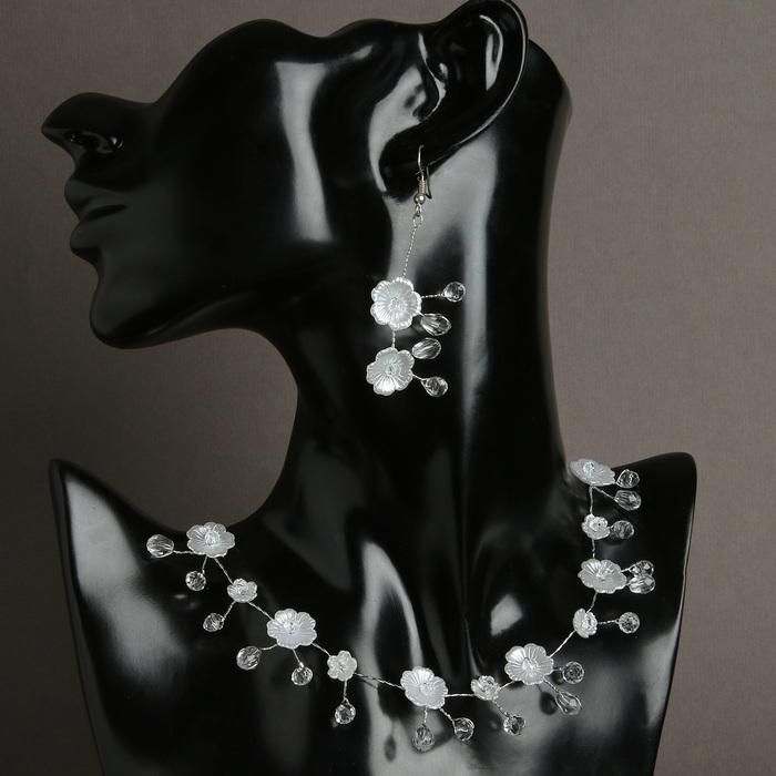 """Набор 2 предмета: серьги, колье """"Цветок с росой"""" анютины глазки, цвет белый в серебре"""