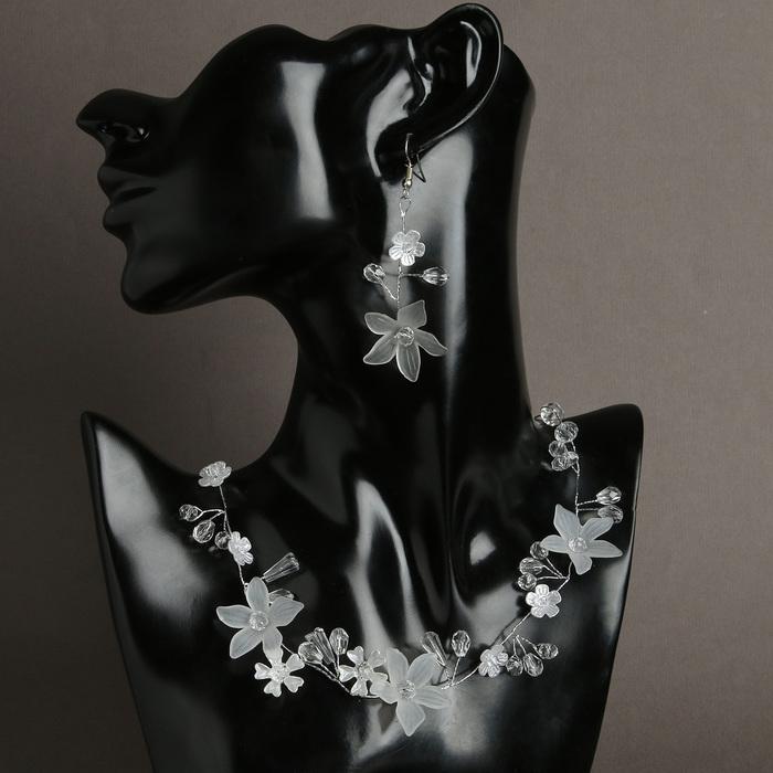"""Набор 2 предмета: серьги, колье """"Цветок с росой"""" рудбекия, цвет белый в серебре"""