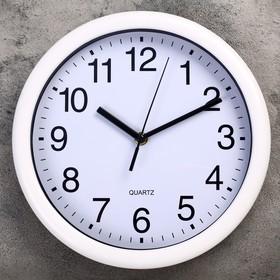 "Wall clock, series: Classic, ""Kalbe"" d=27 cm, a discrete course"