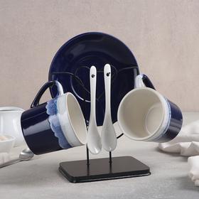 {{photo.Alt || photo.Description || 'Набор чайный «Волна», 6 предметов: 2 чашки 200 мл, 2 блюдца 14 см, 2 ложки, на металлической подставке'}}