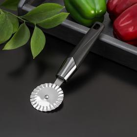Нож для пиццы и теста Доляна «Хром», 20 см, ребристый, цвет чёрный