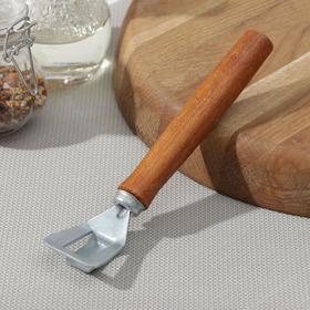 Shortmaturity, with the wooden handle of beech wood