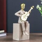 """Сувенир полистоун """"Молодой человек играет на гитаре"""" песочный 25х7х11 см"""