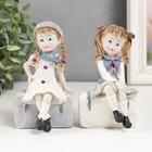 """Souvenir Polyresin """"Girl on a suitcase"""" MIX 10,5x5,5x6 cm"""