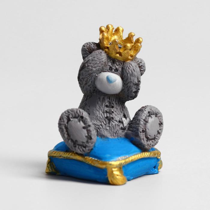 """Сувенир полистоун """"Медвежонок Me to you на подушке - Маленький принц"""" 4,5 см"""