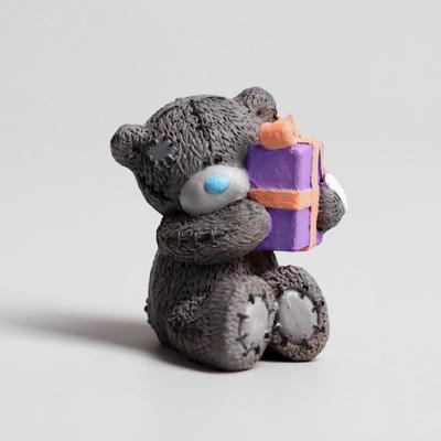 """Polyresin souvenir """"Teddy Bear Me to you with a gift"""" 6,5x7 cm"""