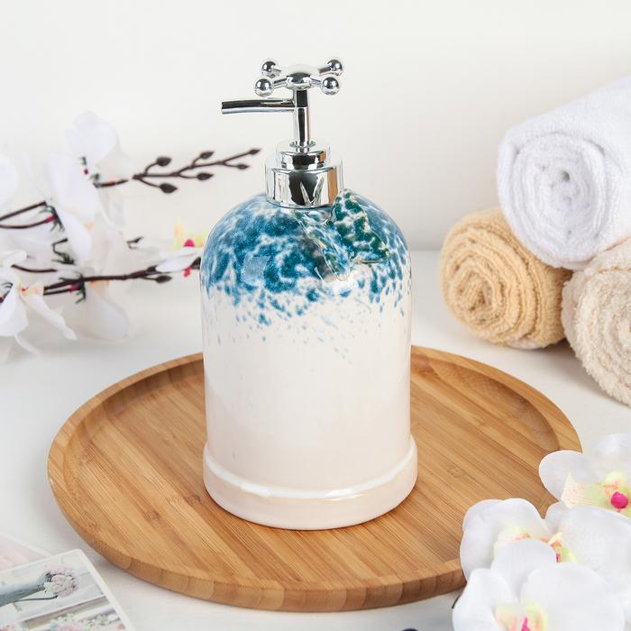 Дозатор для жидкого мыла Доляна «Бабочка», 750 мл, цвет голубой - фото 798469707