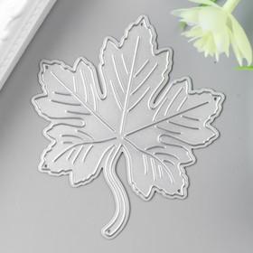 A knife for cutting steel Maple leaf 7,4x7,2 cm